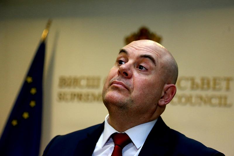 Иван Гешев ще подаде оставка. Това е сигурно. Не е