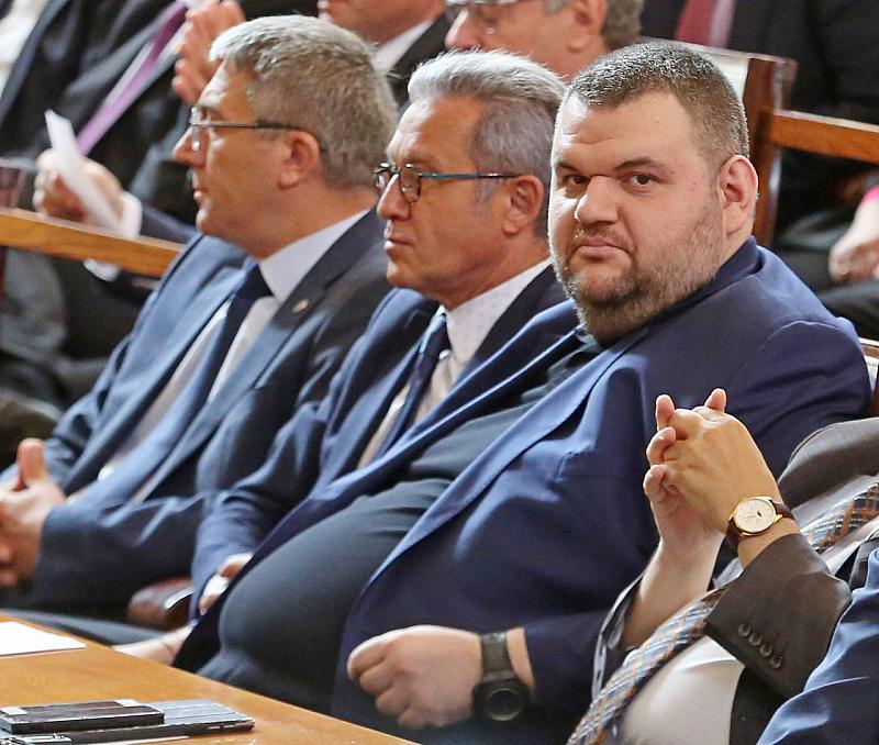 Не за първи път Делян Пеевски се гаври с българите.