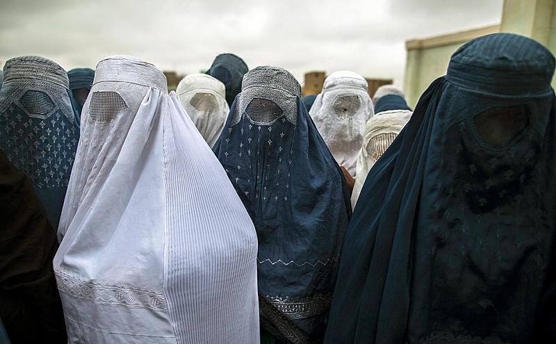 За тези мероприятия се мобилизират и жените на талибански бойци,