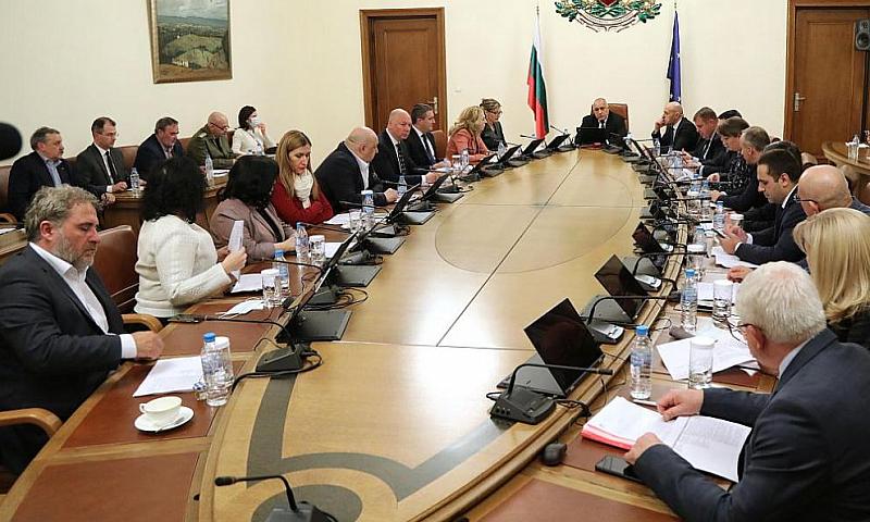 Управляващите отказват да отговарят на Васил Божков, защото е обвиняем.