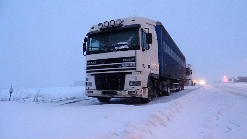 Силно затруднено остава преминаването към Гърция заради лошото време. От