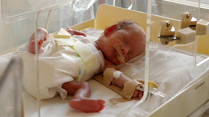 Бебе е изоставено днес следобед пред педиатричния кабинет в поликлиниката