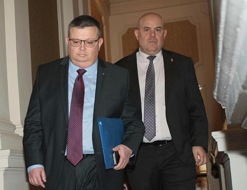 Следващите месеци, между избора на нов главен прокурор и встъпването