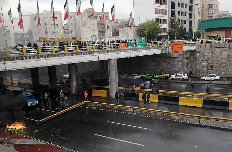 Снимка: Иранската Революционна гвардия заплаши да смаже антиправителствените бунтове