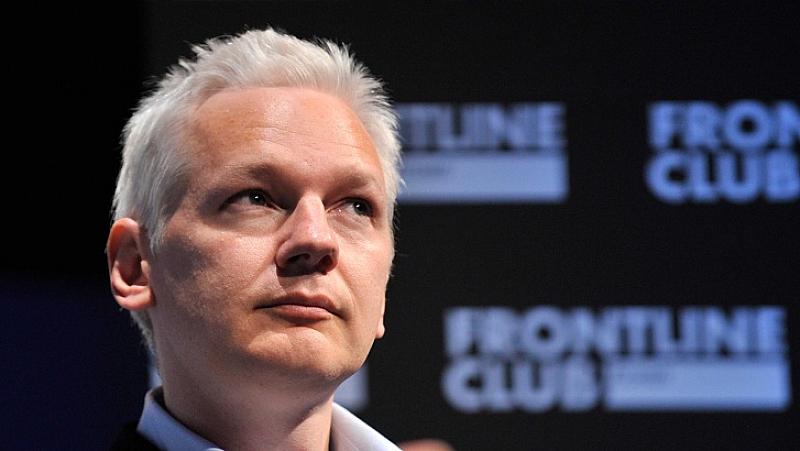 Основателят на сайта Уикилийкс Джулиан Асандж се яви пред британски