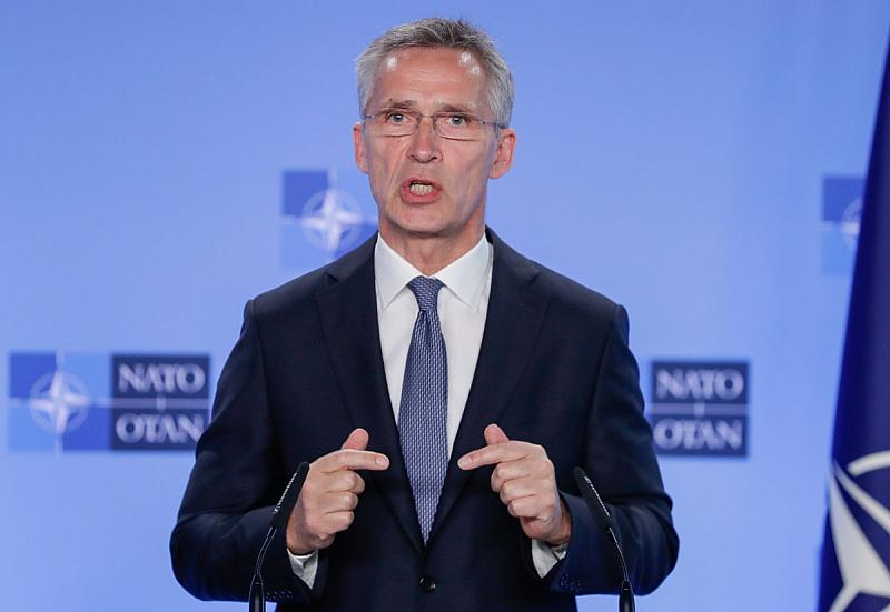 НАТО е в Полша и на Балканите, за да предотвратява