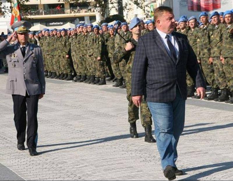"""По дънки и с """"камуфлажно"""" карирано сако на 17 октомври"""