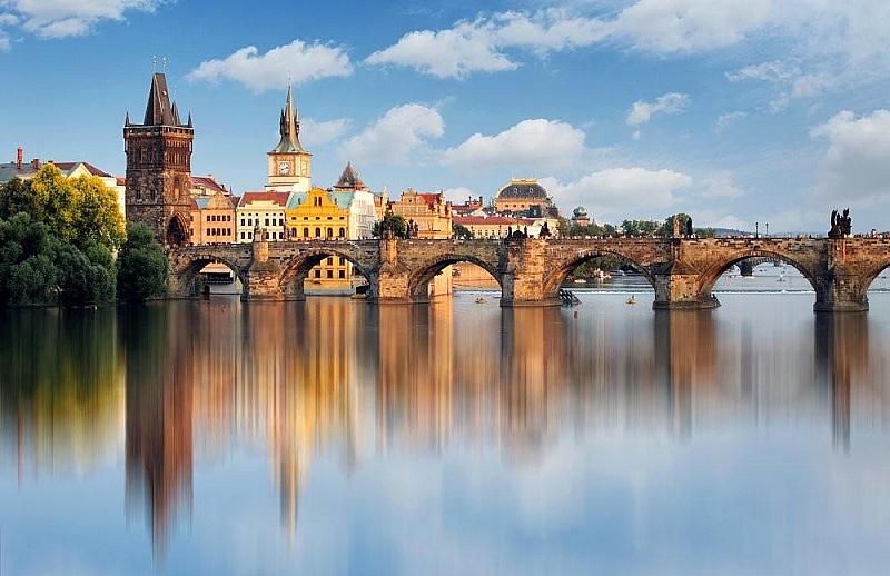 Че неспирният туристически поток съсипва Прага е усещането на мнозина