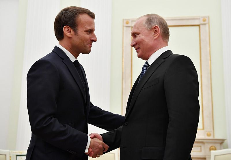 Руският посланик в ЕС аплодира противопоставянето на Еманюел Макрон срещу