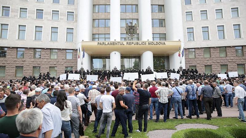 Днес падна правителството на Молдова след парламентарен вот на недоверие.