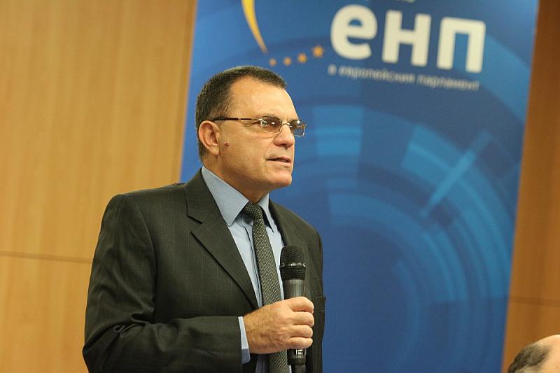 Позицията на министъра на отбраната Красимир Каракачанов относно полетите на