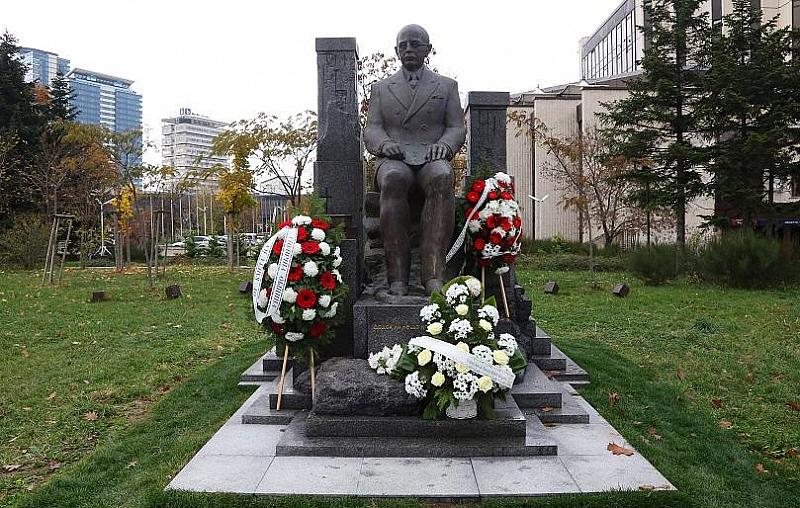 Първият паметник на българския общественик, писател, дипломат и публицист Симеон