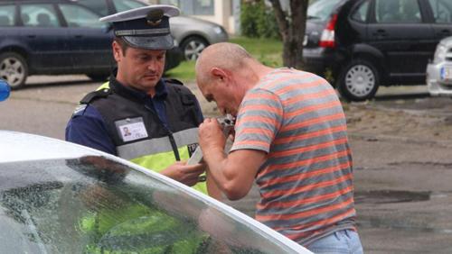 Пиян шофьор на автобус, превозващ деца, е спипан от полицията.