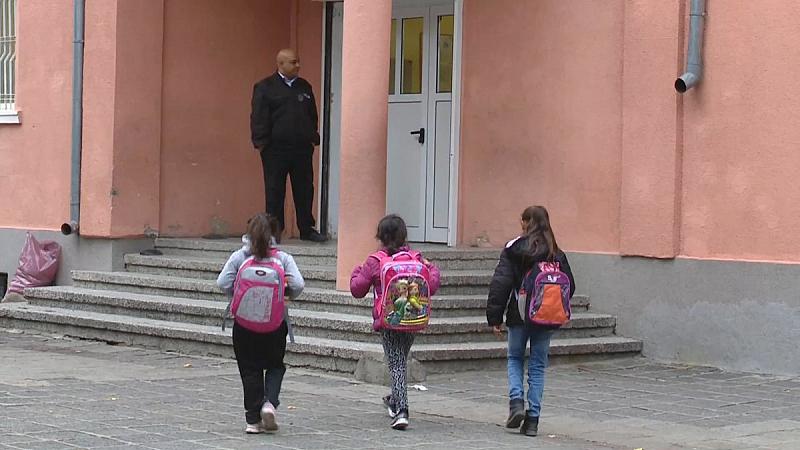 Ромските деца, които в понеделник бяха прибрани от училище от