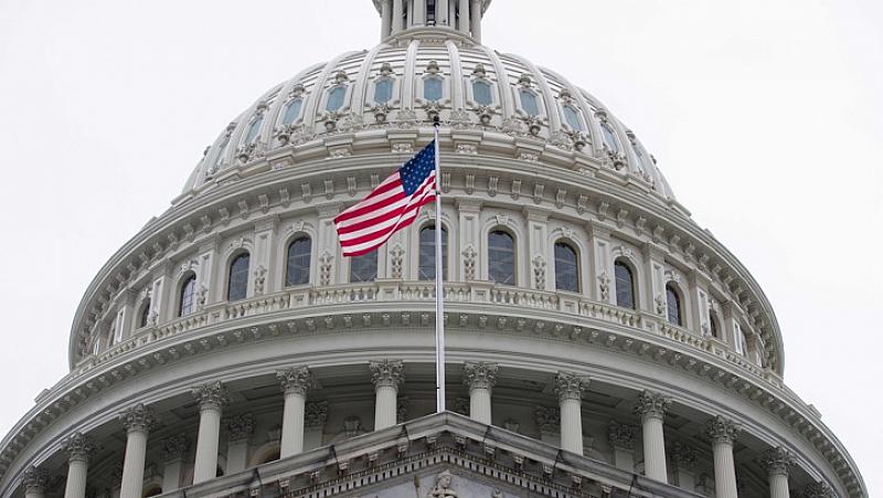 С огромно мнозинство Камарата на представителите на САЩ гласува резолюция,