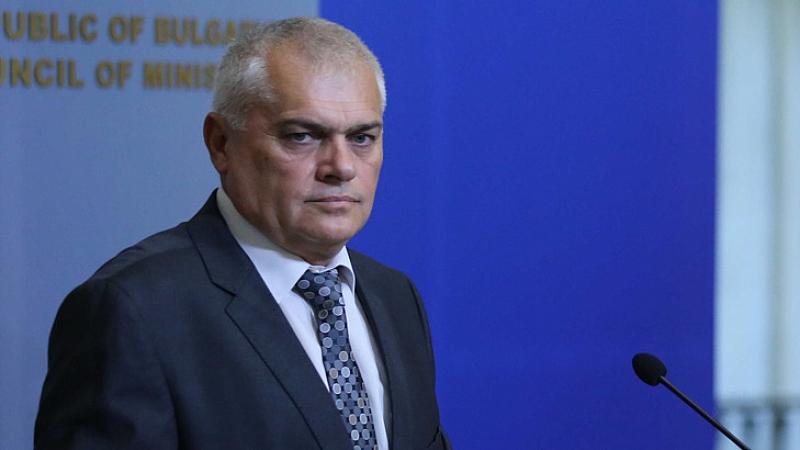 Предишният министър на вътрешните работи Валентин Радев е глобен от