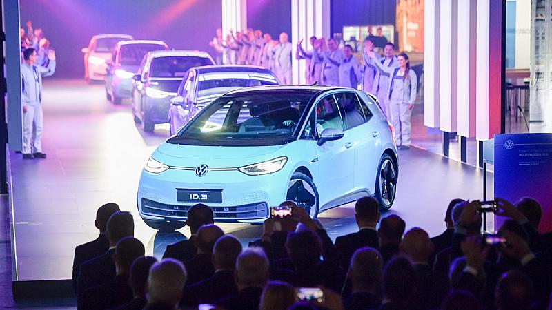 """Германският автомобилен гигант """"Фолксваген"""" заяви, че до 2024 г. ще"""