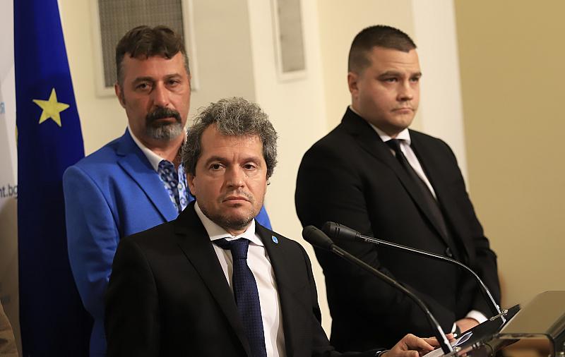 """Той добави, че се е случило нещо в """"Демократична България"""""""