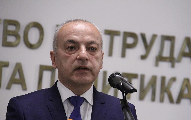 Това обясни пред Българската национална телевизия служебният социален министър Гълъб