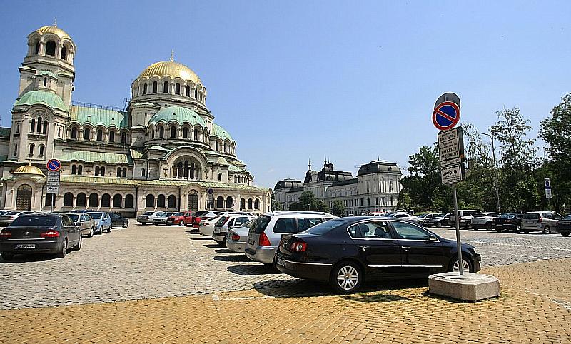 При премахване на депутатския паркинг се предвижда да се обособят