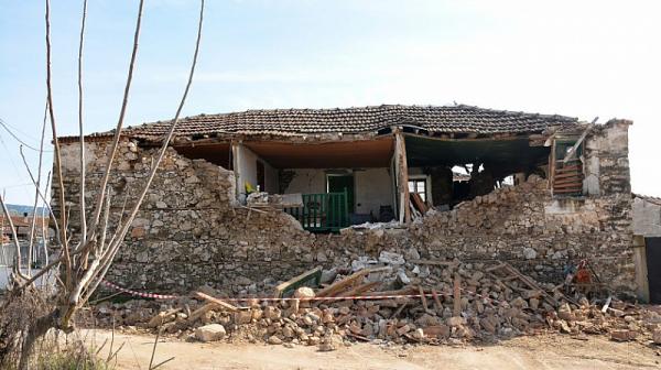 900 къщи остават необитаеми след трусовете в Гърция
