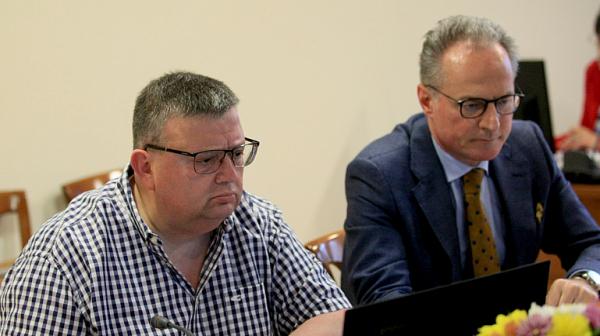 """Цацаров """"хвърли"""" въпросите на Лозан Панов за Гешев на Комисията по атестиране"""