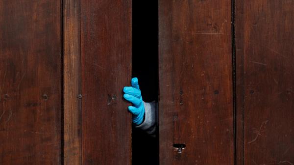 Още противоепидемични мерки падат от понеделник