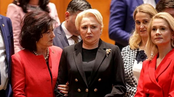 В Румъния 238 депутати събориха правителството на Виорика Дънчила