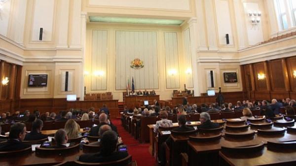 Депутатите спират работа заради извънредното положение