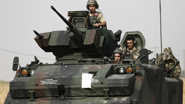 Турция започна атаката в Сирия с поредица въздушни удари