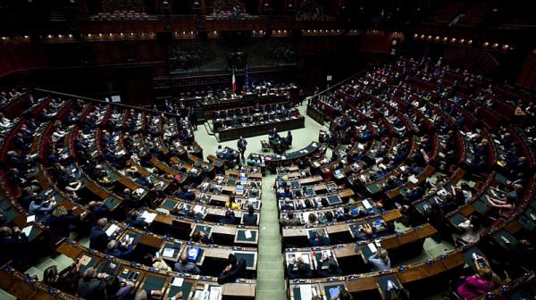 Италия намалява броя на депутатите с 1/3