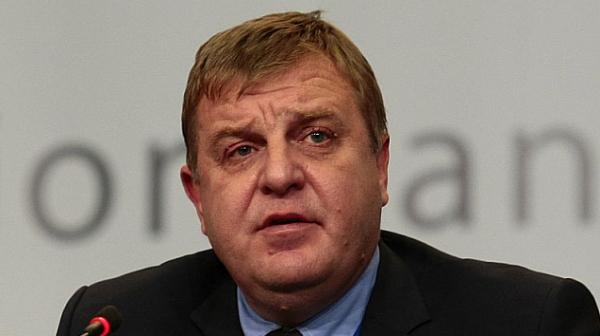 Каракачанов: Директорът на пресцентъра ме увери, че няма общо със слуха в Сливен